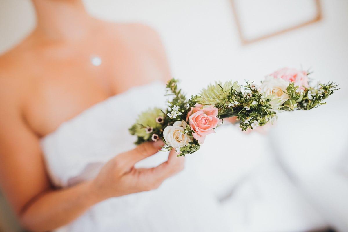 Detailaufnahme des Blumenkranzes für die Brautjungfern.