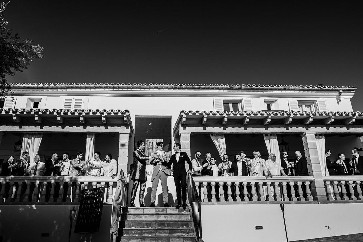 Männer Gruppenfoto auf der Veranda der Finca Tortuga.