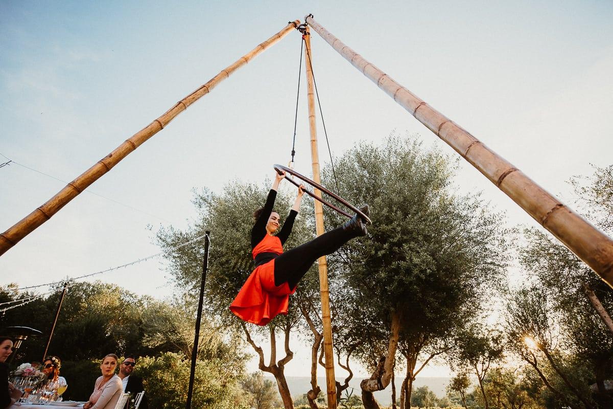 Akrobatikkünstler treten auf.