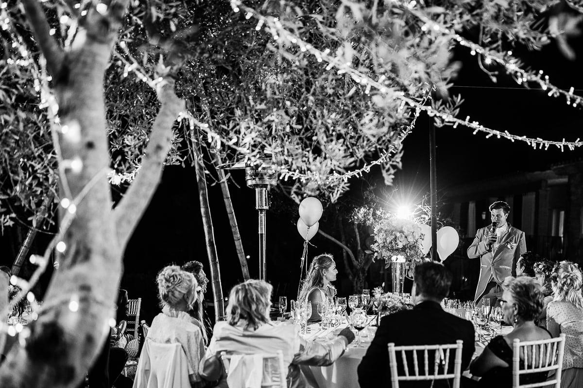 Der Bräutigam während seiner Tischrede an seine Liebste.