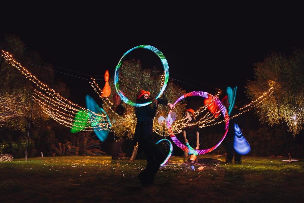Doppelbelichtung von den Lichtkünstlern bei Nacht als Abschlussprogramm.