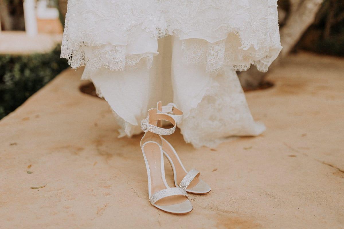 Brautschuhe vorm Brautkleid.