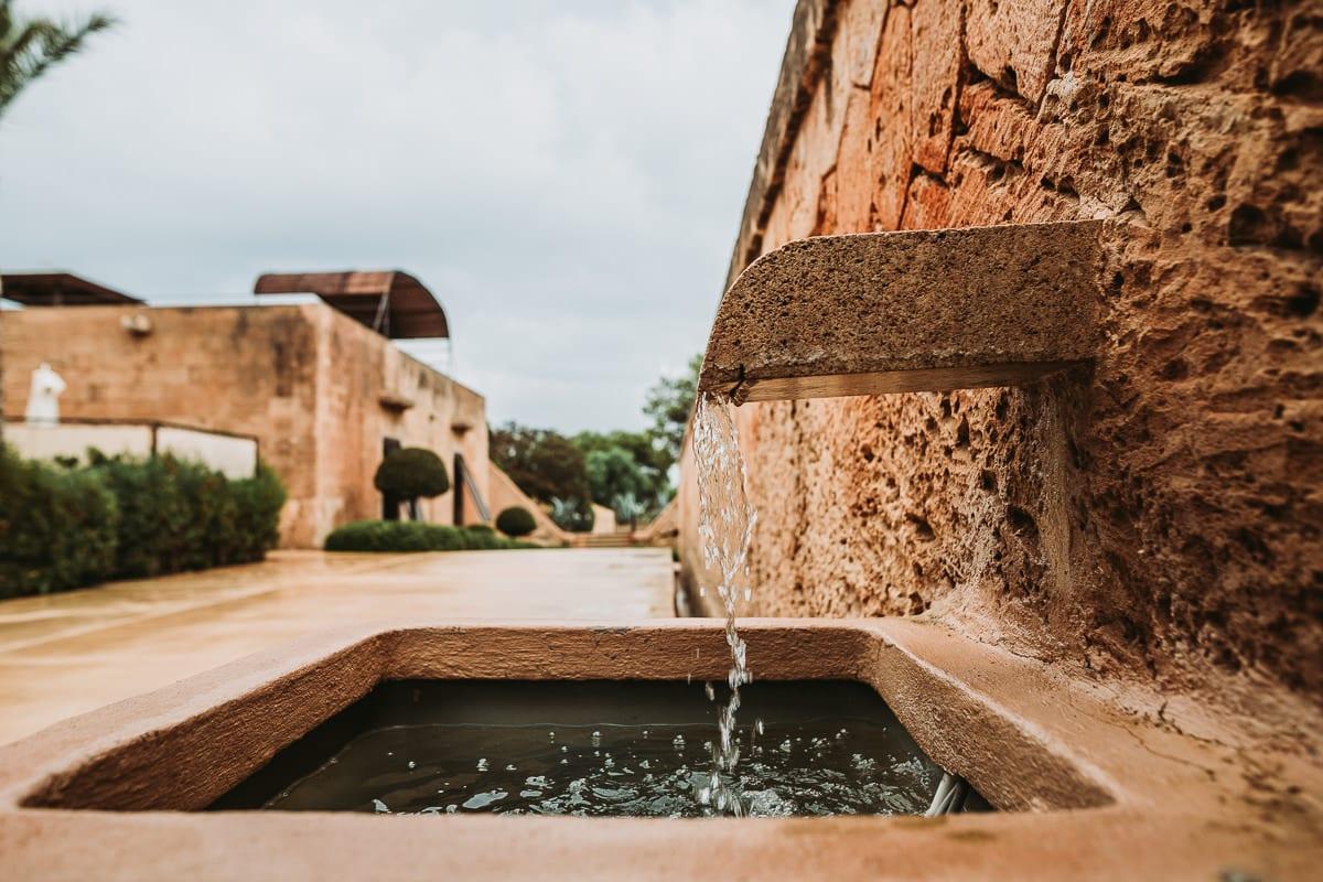 Kleine hübsche und rustikale Wasserstelle im Cap Rocat.