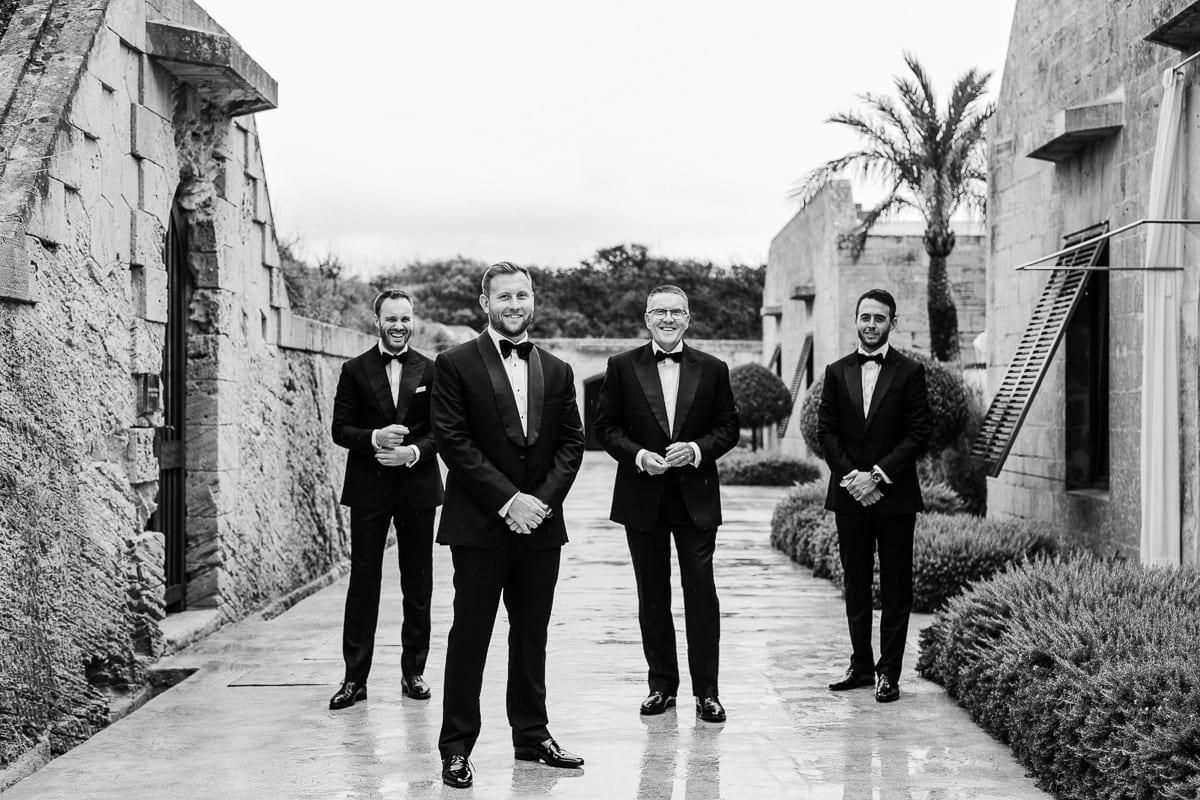 Portrait mit dem Bräutigam und seinen Jungs.