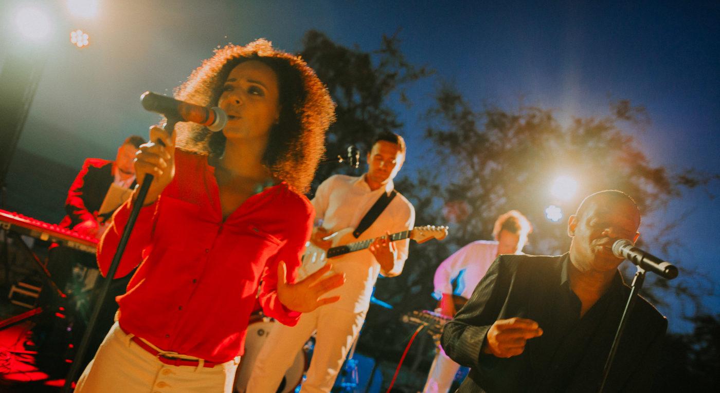 Partyfoto in Aktion der Bands von Ider Musikagentur Inear auf Mallorca