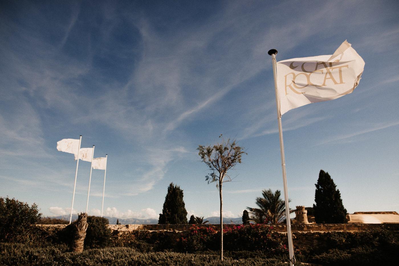 Die Cap Rocat Flaggen wehen im Wind
