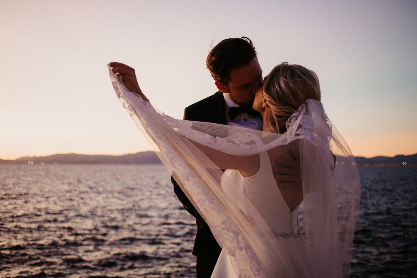 Das Brautpaar am Meer