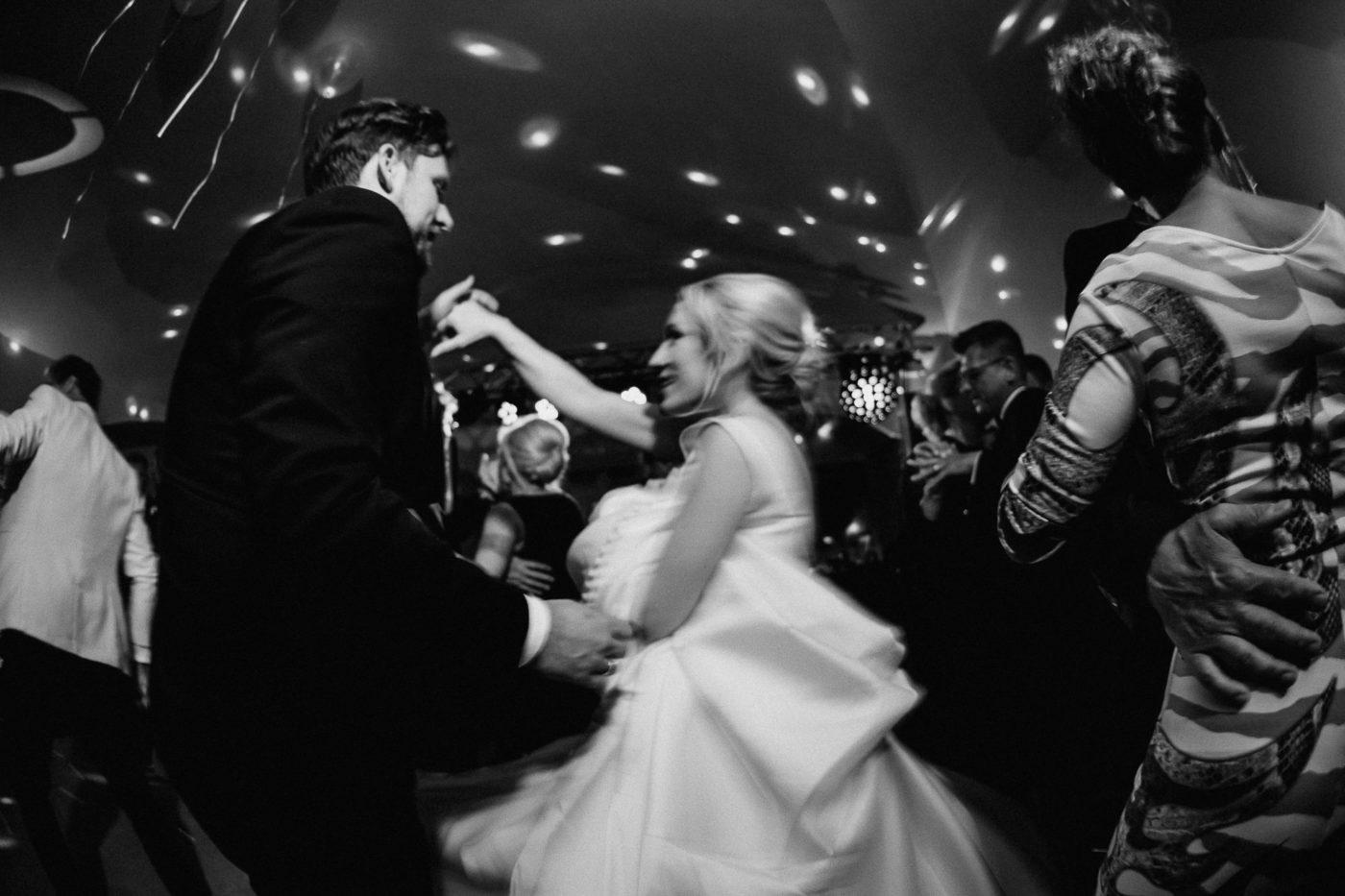 Das tanzende Brautpaar