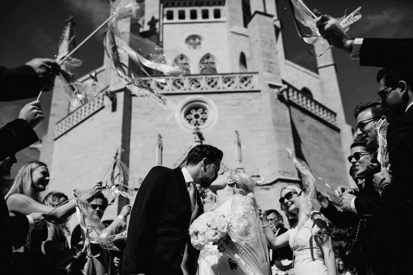 Brautkuss vor der Sa Torre Kapelle