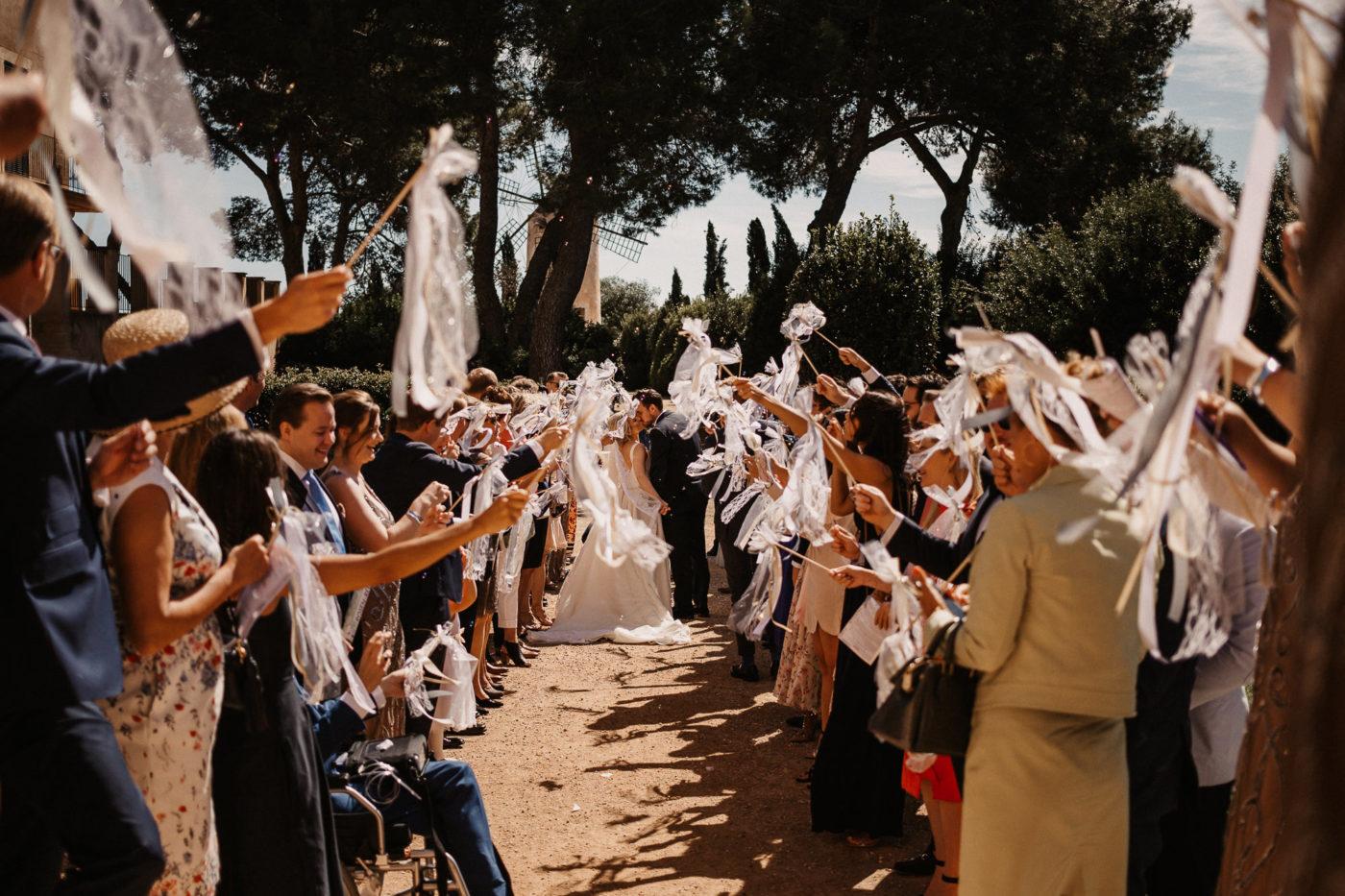 Das Paar beim Auszug der Kapelle im Hotel Sa Torre in Llucmayor auf mallorca